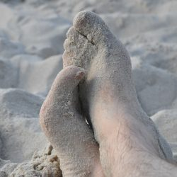 feet-261320_1920
